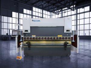 Fre de pressió hidràulica CNC de 135 tones