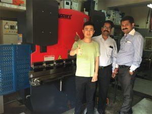 Els clients d'Índia visiten fàbriques i compren màquines