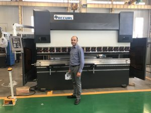 Màquina d'assaig de client d'Iran a la nostra fàbrica 1
