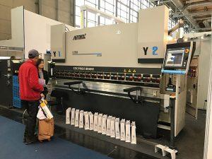 CNC de la màquina de doblatge de la placa de drenatge premsa de fre amb bon servei